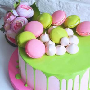 №222 Торт с макарунами